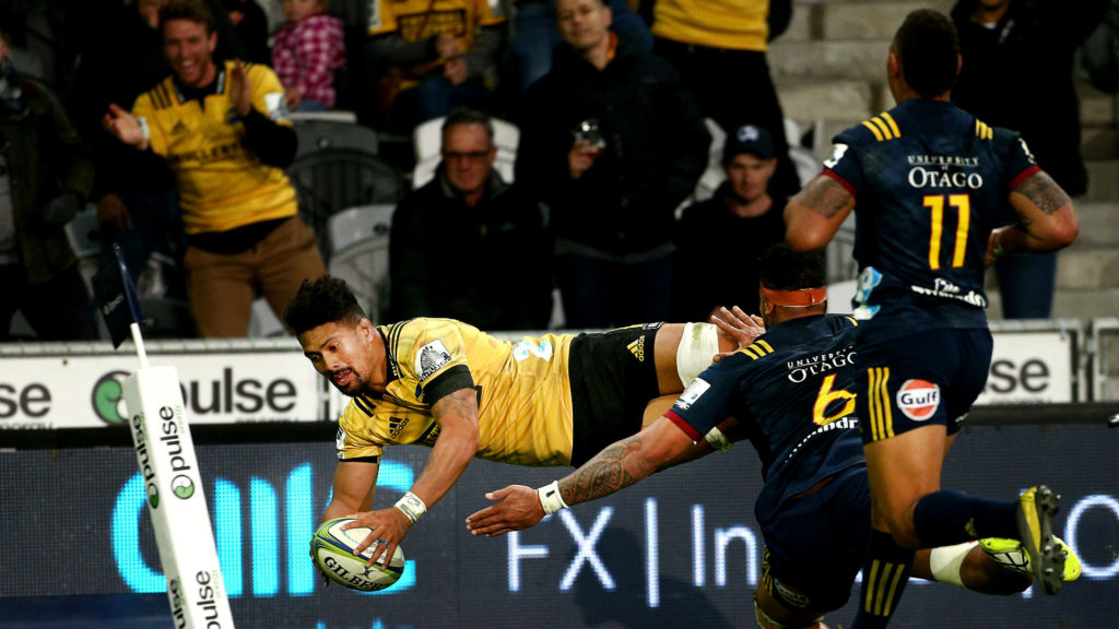 Hurricanes cling on to win derby thriller, Reds down Stormers